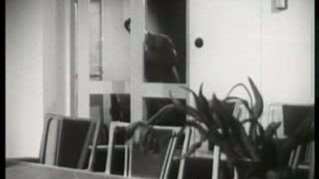 Vår skola : Realexamen 1947 - den grå mössan - inträdesbiljett till gymnasiet