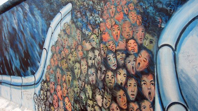 Anaconda Gesellschaft : Berlinmuren faller, 1989-1998