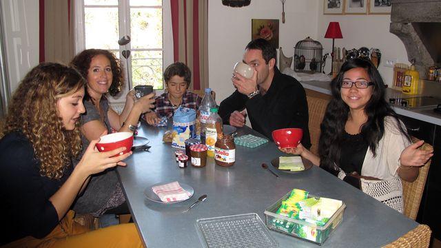 301 jours, France : La famille
