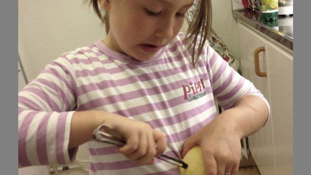 Mätt i magen : Leoni kokar potatis