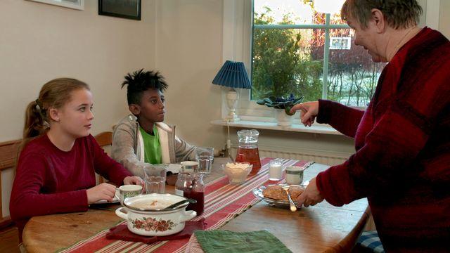 Vem bor i mormors hus? - teckenspråk : Pannkakor och spöklika gäster