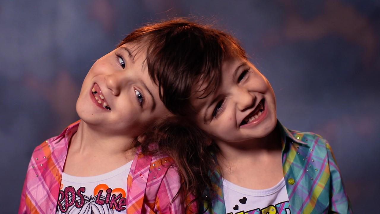 Dating en tvilling syster Kya dejting