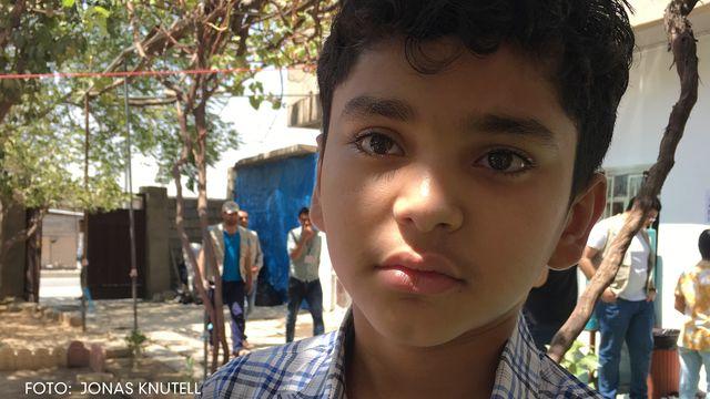 Bomber, flykt och skolböcker : Militären tog över skolan