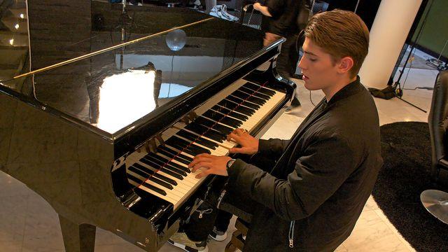 Musikalisk resa i Finland : Superstjärna och skolelev