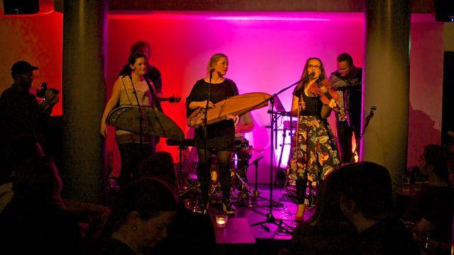 Musikalisk resa i Finland : Dagsaktuella sånger från tusen år sen