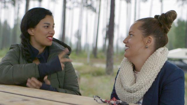 Amina och Alicia på fysikresa - teckenspråk : Hela resan