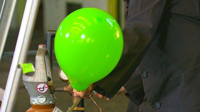 Kemiexperiment : Gasen helium