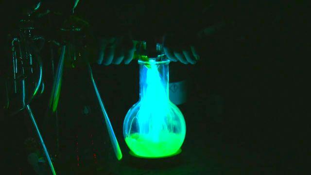 Kemiexperiment : Kemoluminiscens