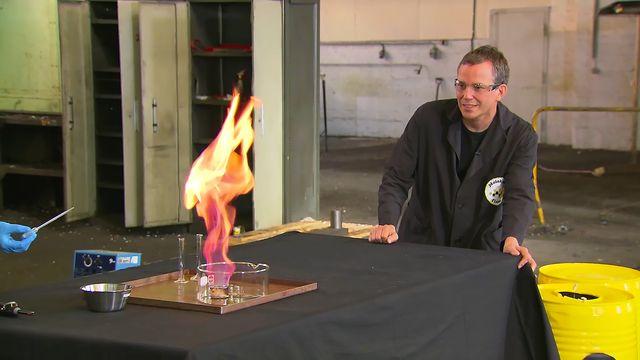 Kemiexperiment : Etanol och väteperoxid