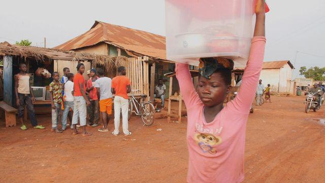 Uppdrag skolväg : Alphonsine i Elfenbenskusten