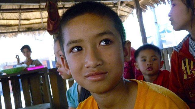 Uppdrag skolväg : To i Laos