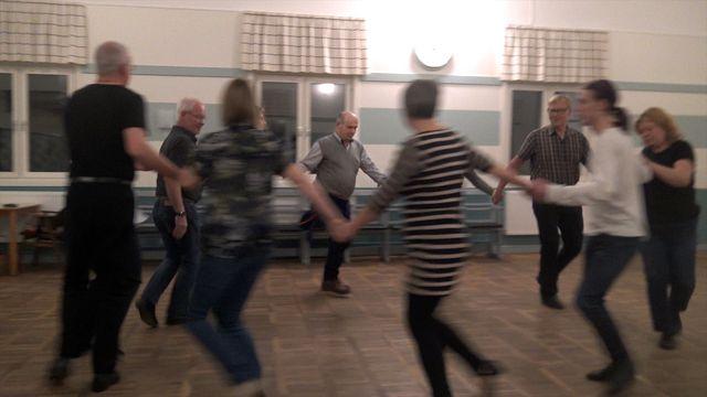 Uppdraget : Dansa folkdans