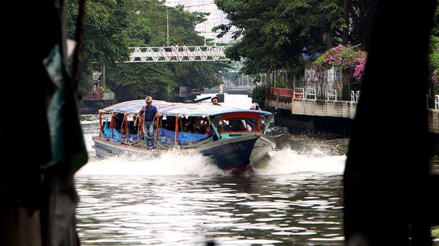 Big Cities : Flodbåt på framfart