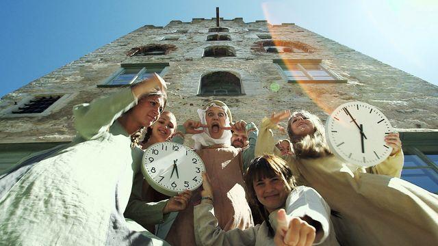En rolig historia - syntolkat : Tidens historia