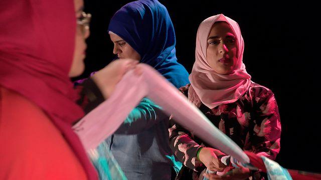 Scener ur Svenska hijabis : Besattheten av slöjan