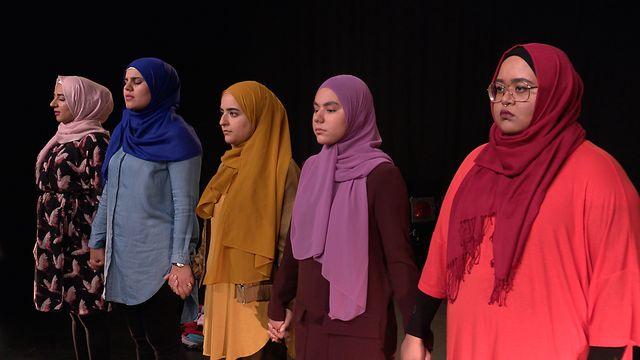 Scener ur Svenska hijabis : Slutet