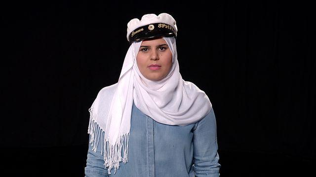 Scener ur Svenska hijabis : Ska inte du bli bortgift?