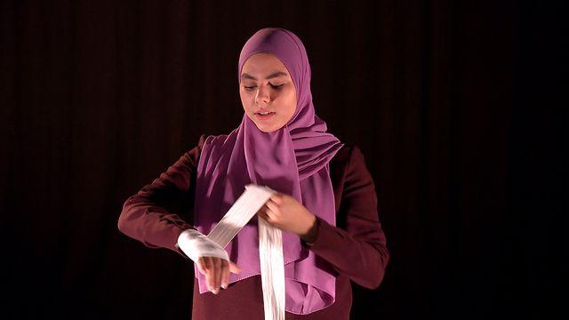 Scener ur Svenska hijabis : Konvertitens dotter