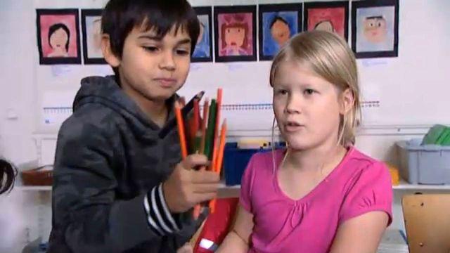 Vara vänner - teckenspråkstolkat : Emanuel sviker sin kompis