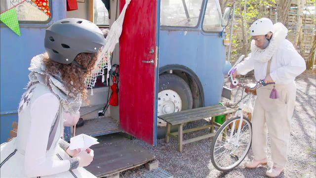 Gordon & Penny : Ride a bike
