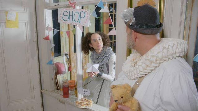 Gordon & Penny : Buy something in the shop