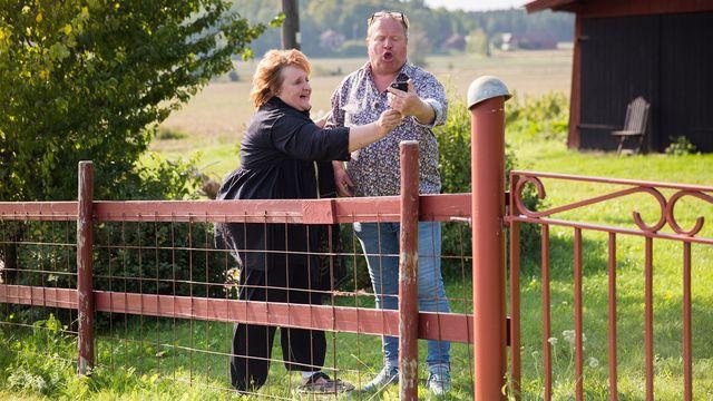 Seniorsurfarna - teckenspråkstolkat : Använda telefon istället för dator