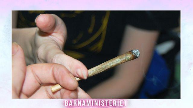 """Barnaministeriet : """"Alla röker på"""""""